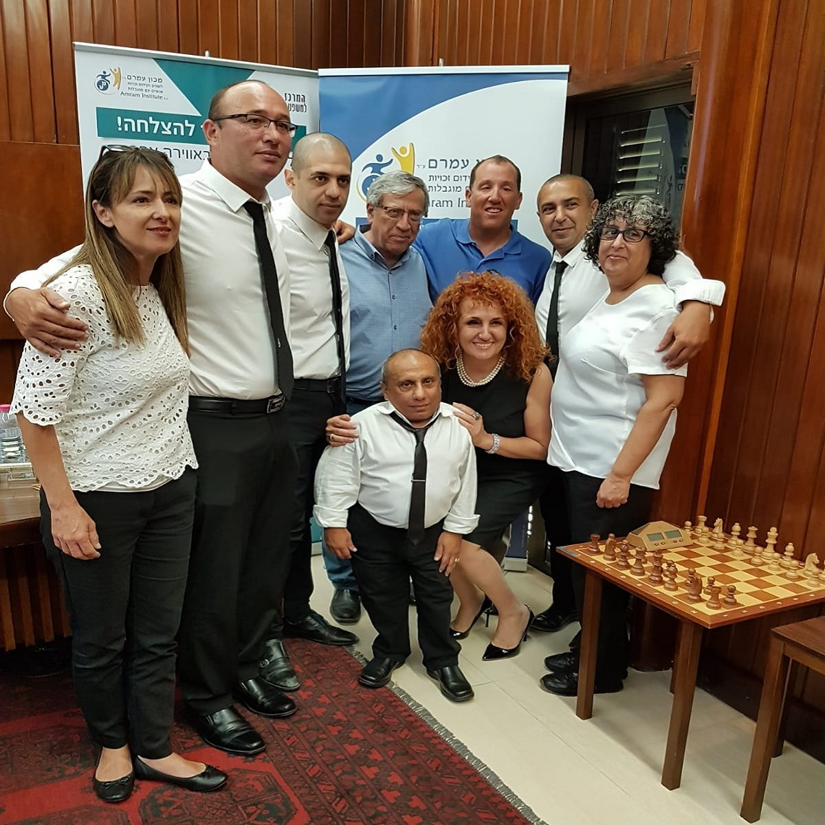 הצוות המקצועי של מרכז הזכויות עם השופט ריצרד ברנשטיין וראש עיריית רמת גן